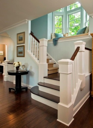 traditional-staircase-with-window-seat-i_g-IS9xbcyp9fcx1x1000000000-Id2mN