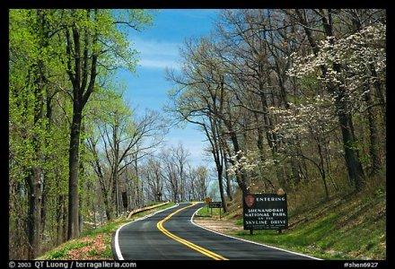 Skyline drive with Park entrance sign. Shenandoah National Park, Virginia, USA.