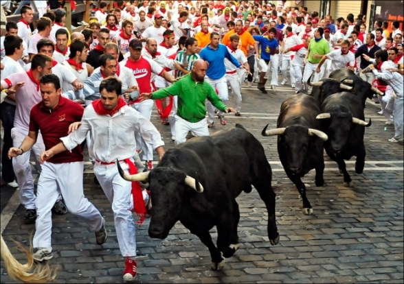 san-fermin-bull-running-begins-pamplona